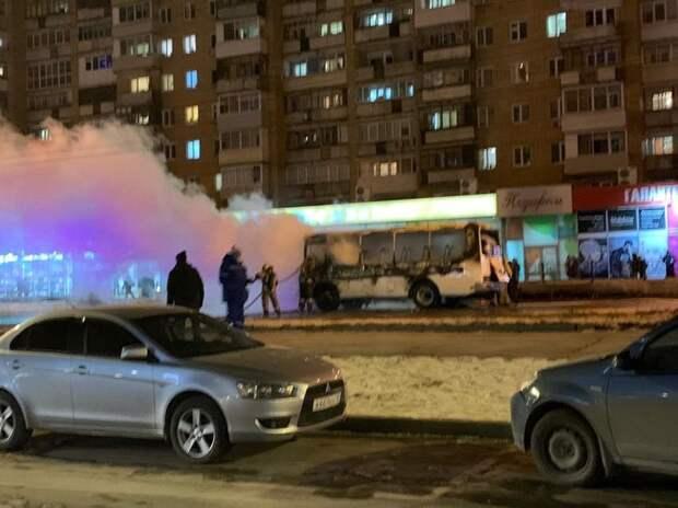 В Ижевске на улице Максима Горького загорелся автобус
