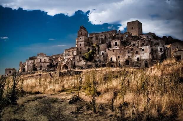15 загадочных городов-призраков, разбросанных по всемумиру
