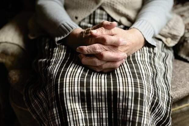 Пенсионеры смогут получить срочную адресную помощь в центре соцобслуживания на Дмитровском