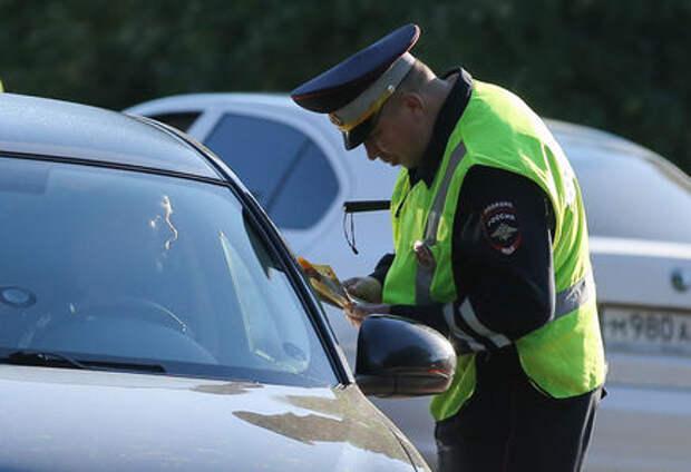 Выяснилось, как автомобилисты относятся к сотрудникам ГИБДД