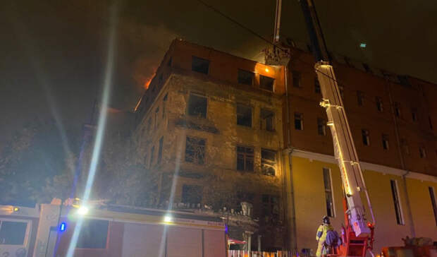 Вновь горит здание заброшенной больницы вЗеленой Роще вЕкатеринбурге