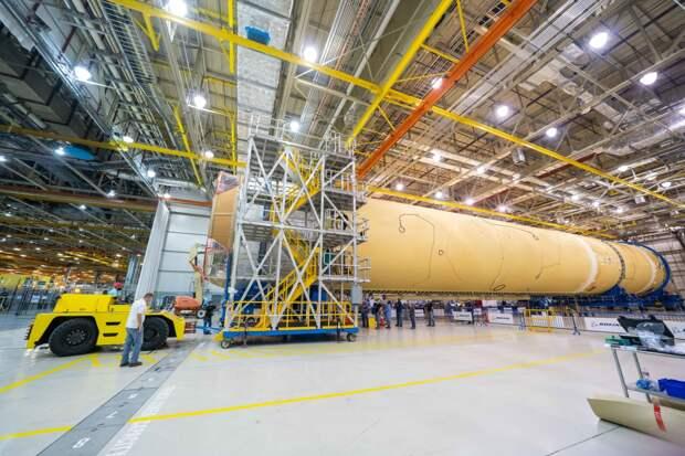 Завершена сборка центрального блока ракеты SLS для полетов на Луну