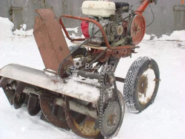 Снегоуборщик с бензиновым двигателем