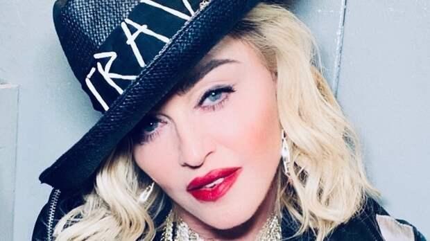 Мадонна показала фигуру в тесном боди и брюках из латекса