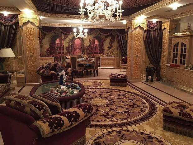 Из дома в хату: как выглядят жилища чиновников, которых обвиняют в воровстве