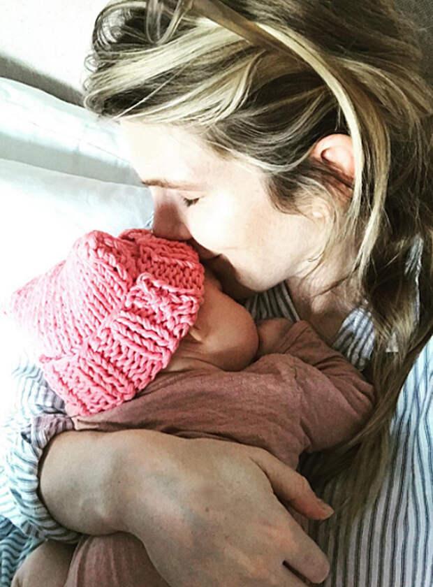 """Звезда """"Американской истории ужасов"""" Лили Рэйб стала мамой во второй раз"""