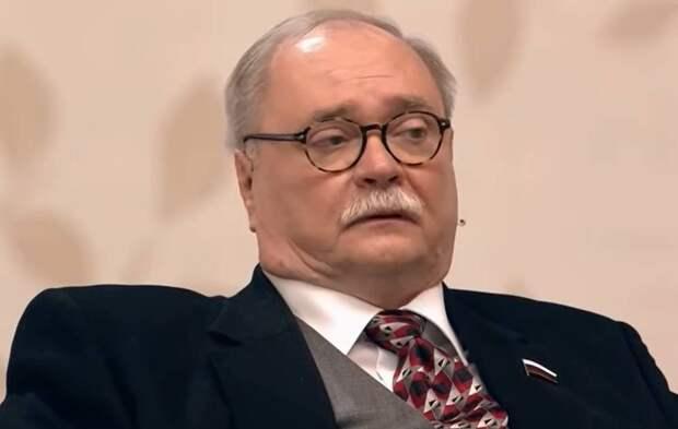 Мишустин направил поздравления Владимиру Бортко