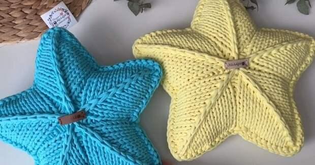 Звезда-подушка спицами — вяжется просто, смотрится стильно