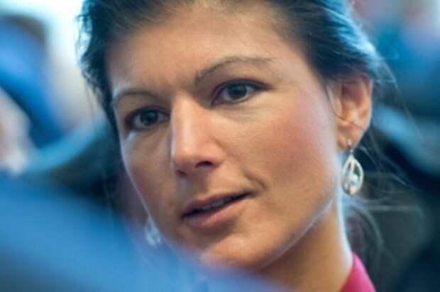 Сара Вагенкнехт: США – международный мошенник, с которым не переговоры нужно вести, а их базы закрывать