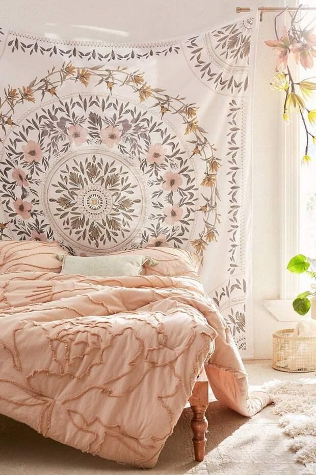 Ткань и платки как декор стен
