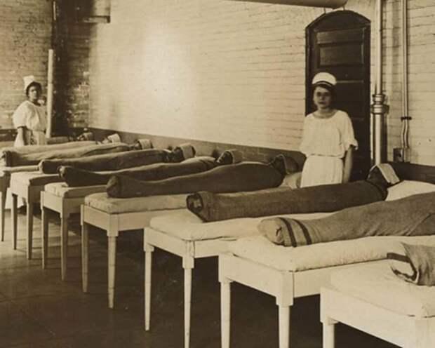 2. Туго спеленутые пациенты психиатрической клиники медицина прошлого, медицинская процедура, медицинские истории