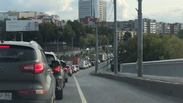 На Профсоюзной улице водителям разрешили ездить по полосе общественного транспорта