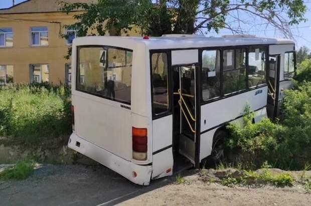Число пострадавших в ДТП с автобусом на Урале достигло 15 человек