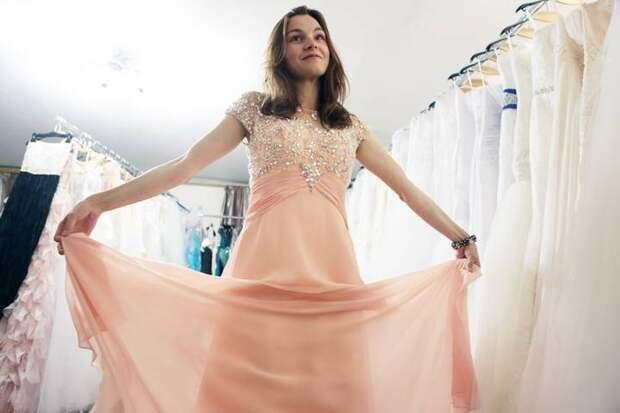 Эксперт объяснила, почему выпускное платье нужно выбирать у дизайнеров