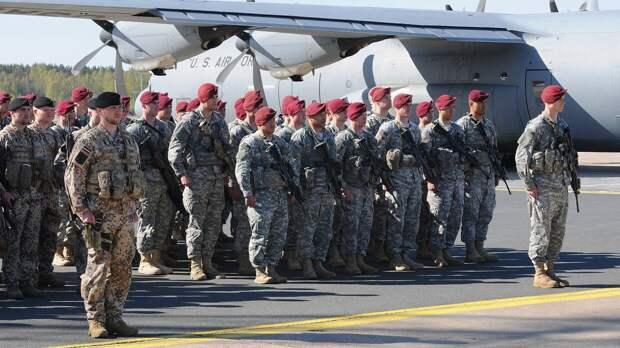 На территорию эстонского аэродрома высадились 700 американских десантников