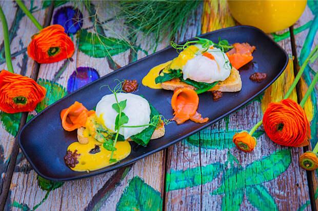 Яйца по-царски с красной икрой