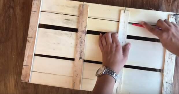 Находчивости мастерицы можно позавидовать: уникальная идея из ящика для фруктов