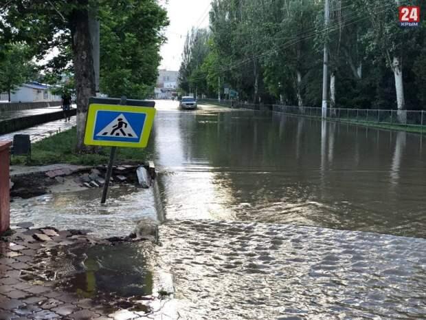 В Керчи очистили 15 километров дорог