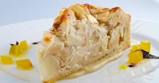 Яблочный пирог с ванильным соусом. Фото: alinmir.ru