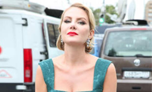 «Как Снежная королева»: обнаженная Рената Литвиновой восхитила подписчиков фото из криосауны