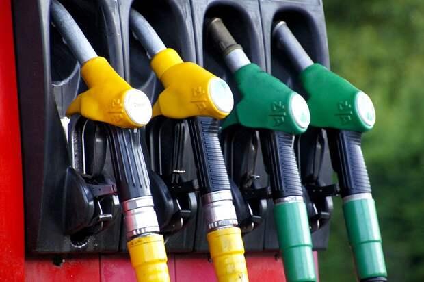 Российский чиновник объяснил подорожание бензина при дешёвой нефти