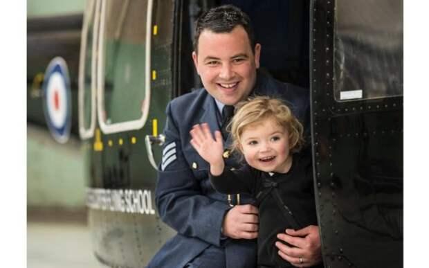 Военный с дочерью