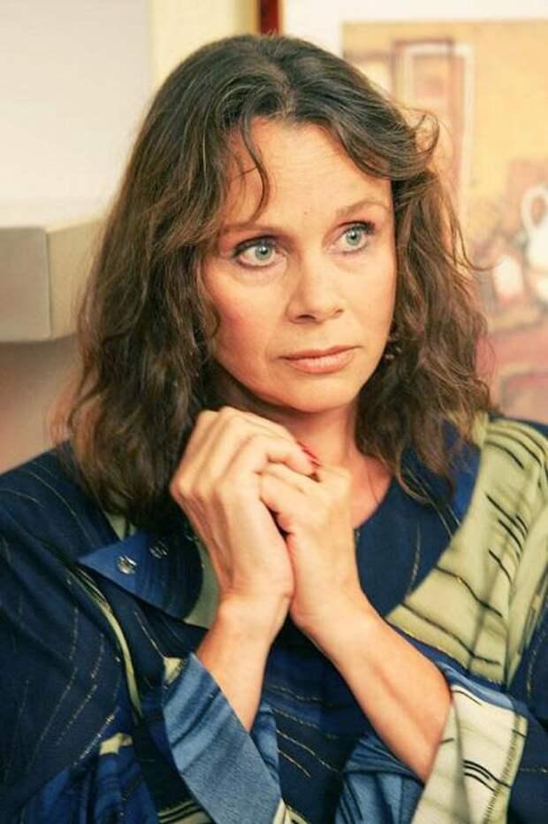 Пост памяти Любови Полищук: 20 фотографий одной из самых ярких актрис российского театра и кино