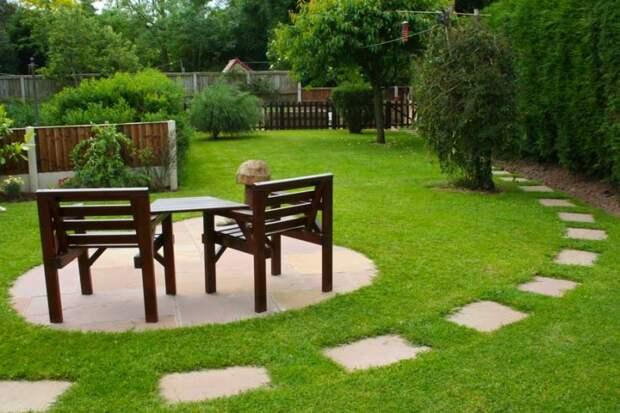 Зеркало в саду, расписной забор и другие способы визуального увеличения участка