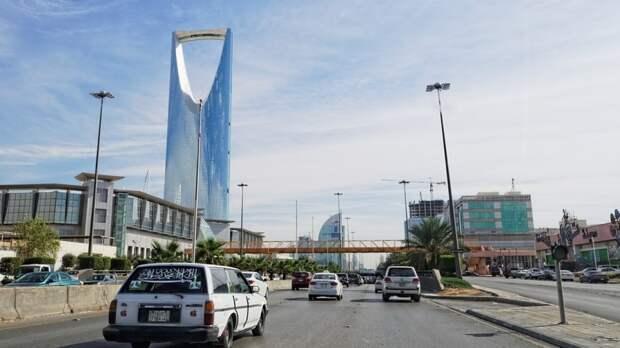 Власти Саудовской Аравии запретят непривитым проезд в транспорте с 1 августа