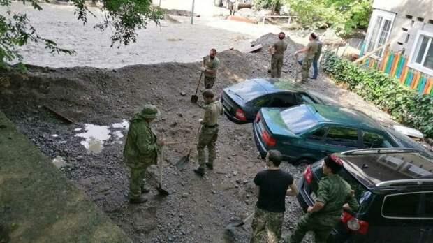 Волонтеры Крыма объединились и оказывают помощь пострадавшим в результате резкого ухудшения погодных условий