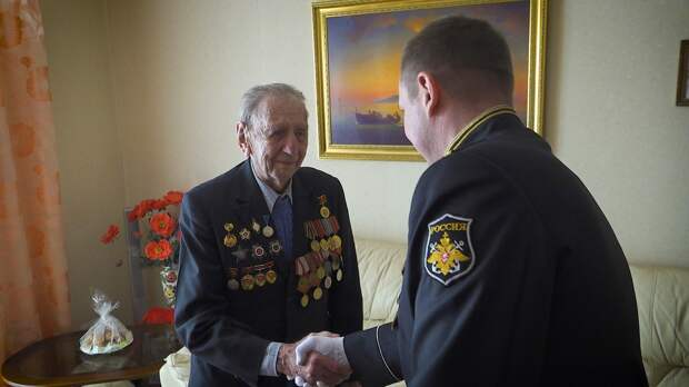 Ветеранов в Кронштадте поздравили с Днем Победы