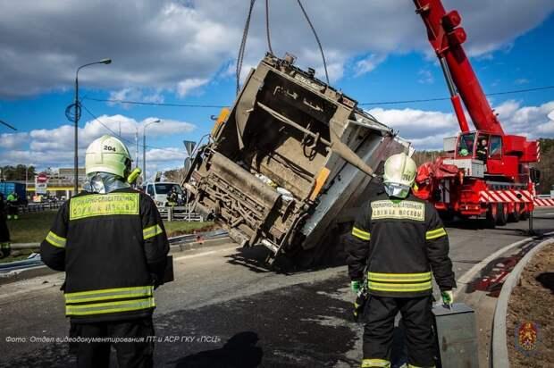 В апреле московские спасатели оказали помощь 65 пострадавшим