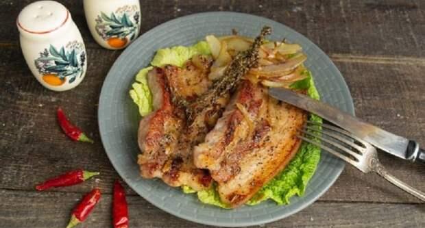 Свиная грудинка с луком на сковороде: блюдо в китайском стиле