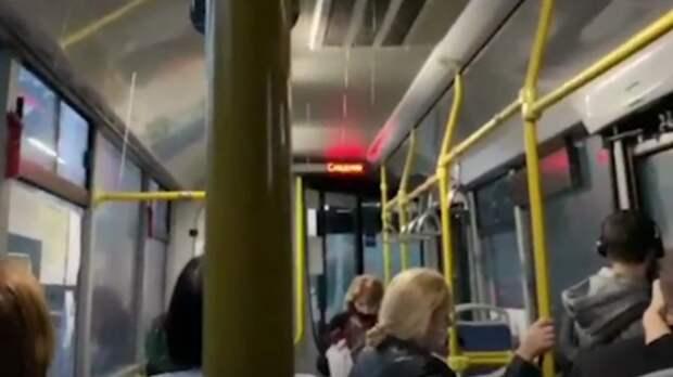 Перевозчик вРостове заставил пассажиров автобуса принимать душ