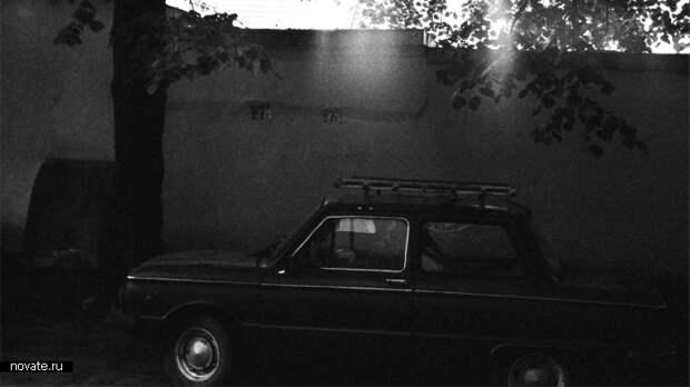 Автомобиль-призрак, заваленный хламом. / Фото: Дина Тацоха