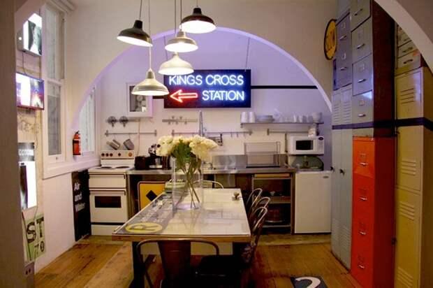 Лучшее решение создать просто крутой интерьер кухни с маленькой площадью и оригинальной аркой.