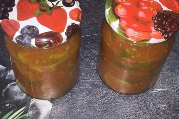 Фото к рецепту: Салат из кабачков с томатной пастой