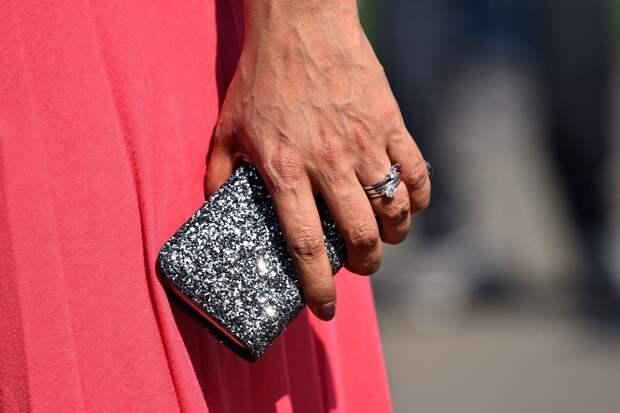 Жительница Сарапула перевела своей псевдо-квартирантке более 300 тыс рублей