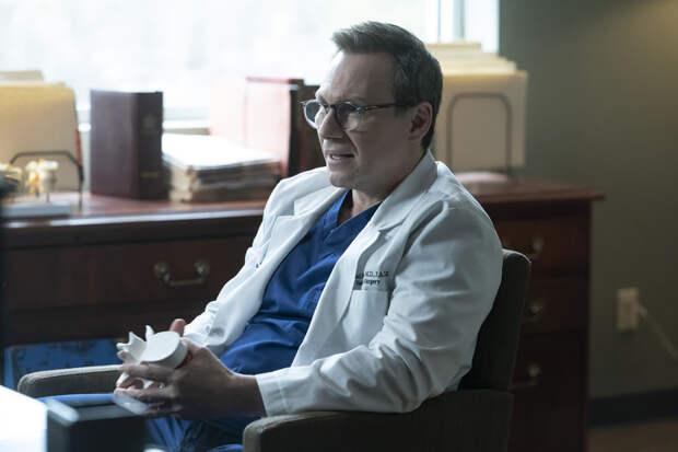 """""""Когда вы снимаете неудобные сцены, очень выручает юмор"""": Кристиан Слейтер о съемках в сериале """"Плохой доктор"""""""