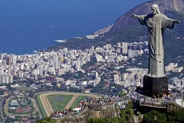 Россиянин пешком добрался из Петербурга до Рио за 496 дней