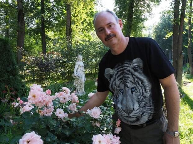 Садовники из Войковского рассказали, как в жару ухаживать за палисадником