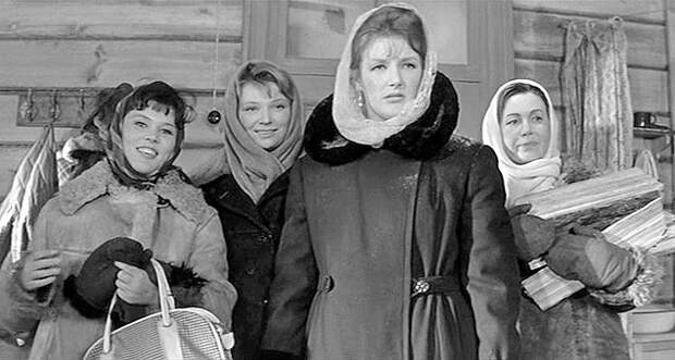"""Светлана Дружинина в роли Анфисы, фильм """"Девчата""""."""