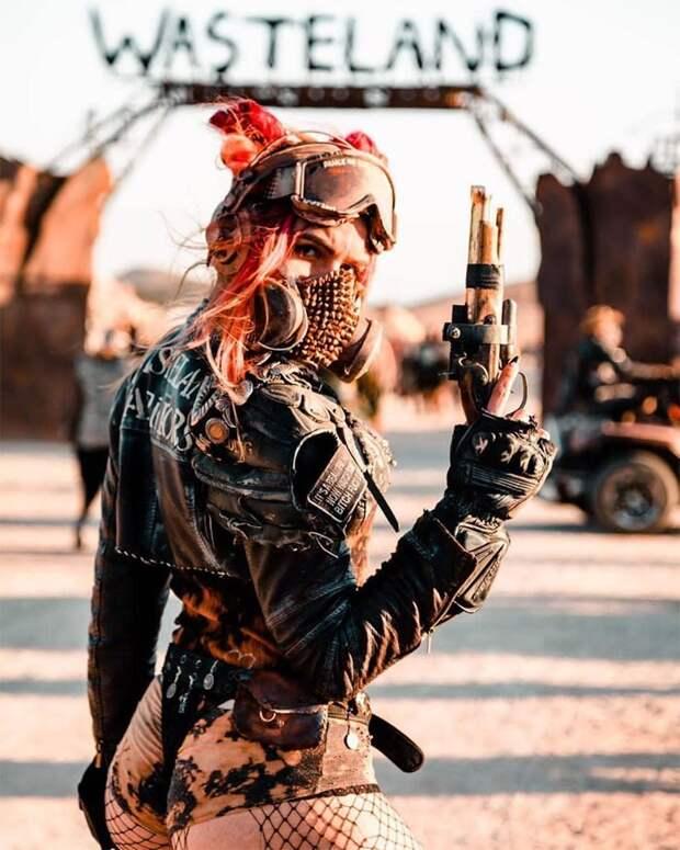 Апокалиптическая красота: 25 впечатляющих фотографий участников фестиваля Wasteland Weekend 2019