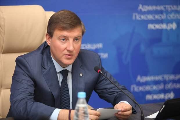 Турчак в Нижнем Новгороде посетил филиал партийной школы и встретился с волонтёрами