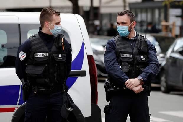 Во Франции мужчина зарезал сотрудницу полиции