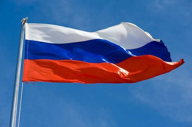 В честь Дня Государственного Флага РФ в Ялте развернут 20-метровый триколор