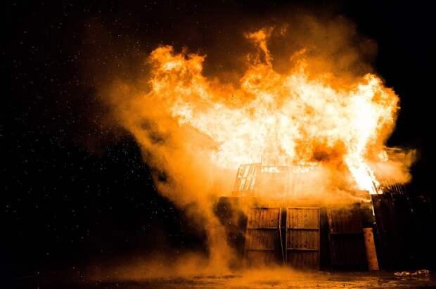 Десятки людей эвакуированы из-за пожара в Твери