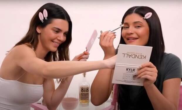 Еще по одной: Кендалл и Кайли Дженнер пьют текилу и делают друг другу макияж