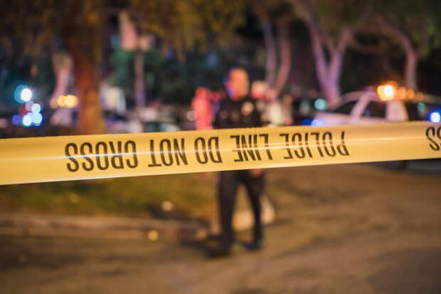 Подростки 12 и 14 лет ворвались в дом, нашли оружие и открыли огонь по офицерам