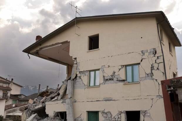 Жертвами сильного землетрясения в Таджикистане стали пять человек
